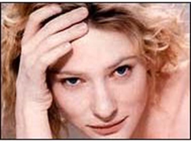 Cate Blanchett oğluna ağlıyor